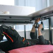 Montage und Demontage von Büromöbeln